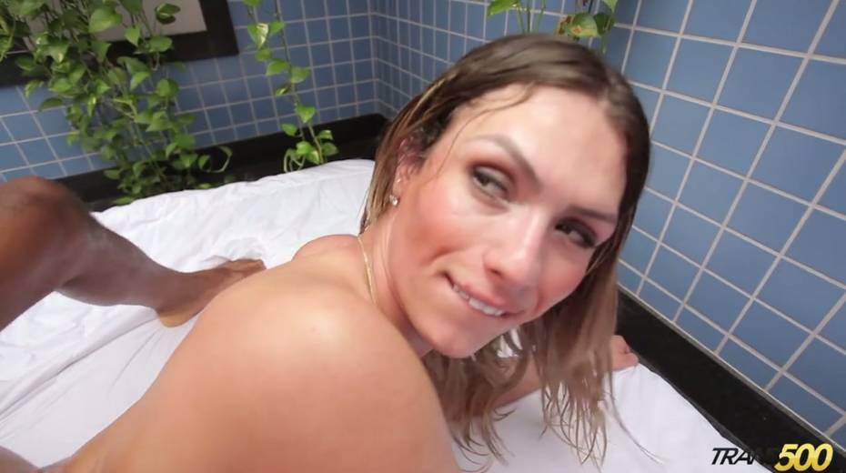 Black hunk fucks sex-appeal bootyful tranny Katrina Rouge - 19. pic