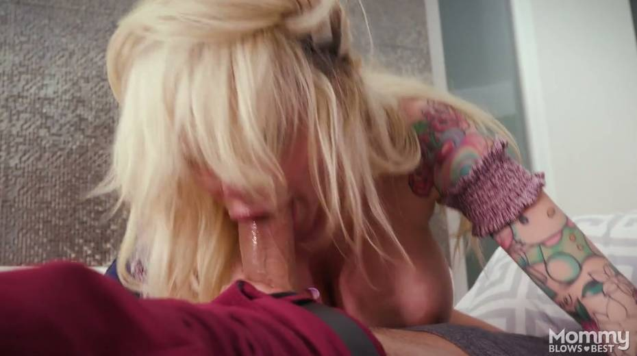 King size dick is everything skilled sucker Danielle Derek needs right now - 6. pic