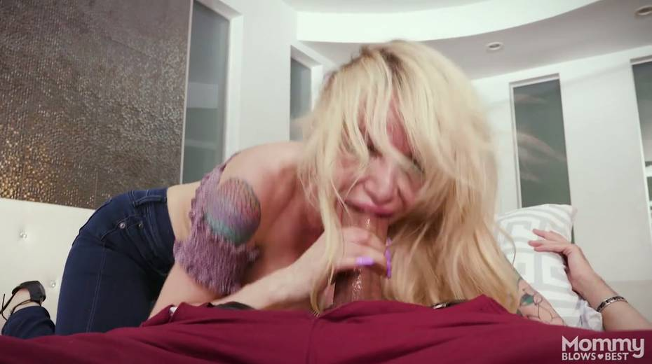King size dick is everything skilled sucker Danielle Derek needs right now - 17. pic