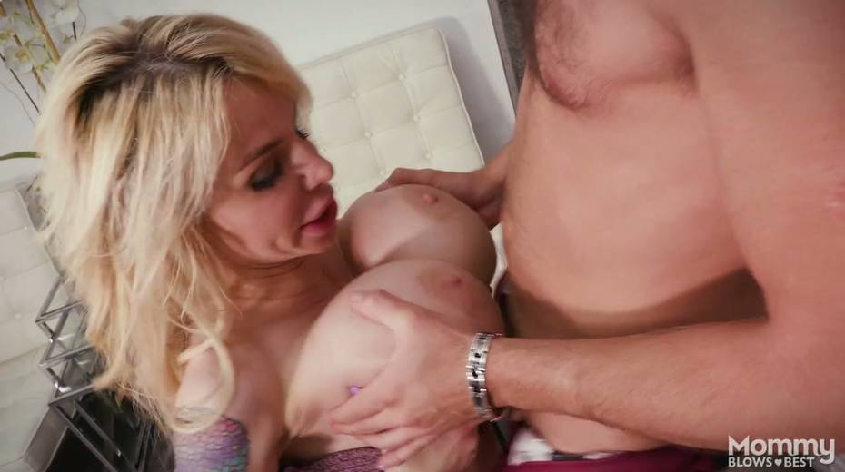 King size dick is everything skilled sucker Danielle Derek needs right now - 19. pic