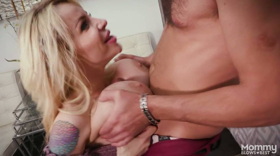 King size dick is everything skilled sucker Danielle Derek needs right now - 28. pic