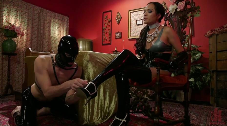 Tranny in latex corset Jessica Fox fucks face and anus of one submissive dude - 1. pic