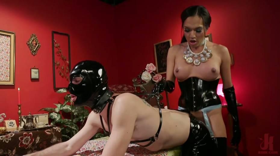 Tranny in latex corset Jessica Fox fucks face and anus of one submissive dude - 7. pic