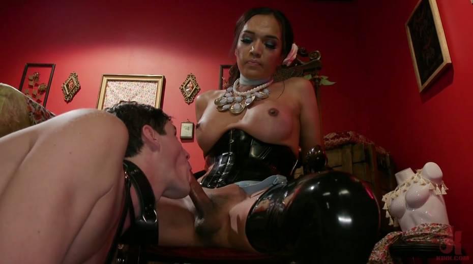 Tranny in latex corset Jessica Fox fucks face and anus of one submissive dude - 18. pic