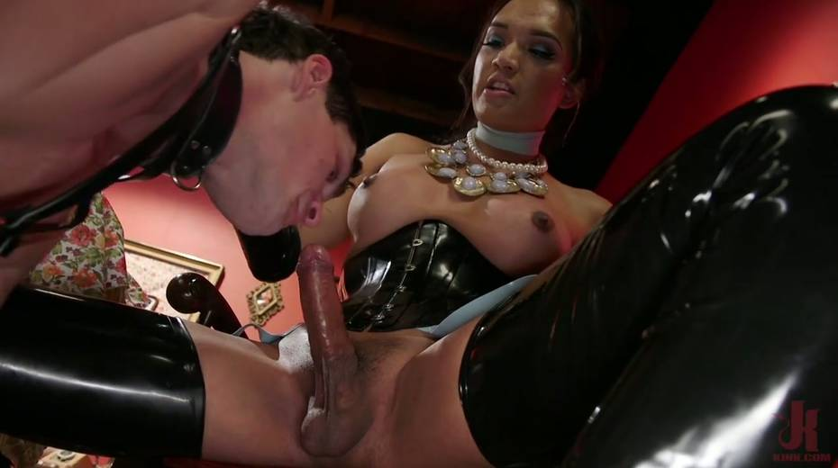 Tranny in latex corset Jessica Fox fucks face and anus of one submissive dude - 19. pic