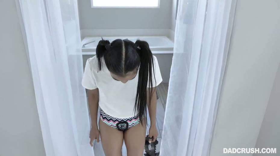 Nude Asian stepdaughter in carnival mask Jada Kai tries to seduces her step daddy - 9. pic