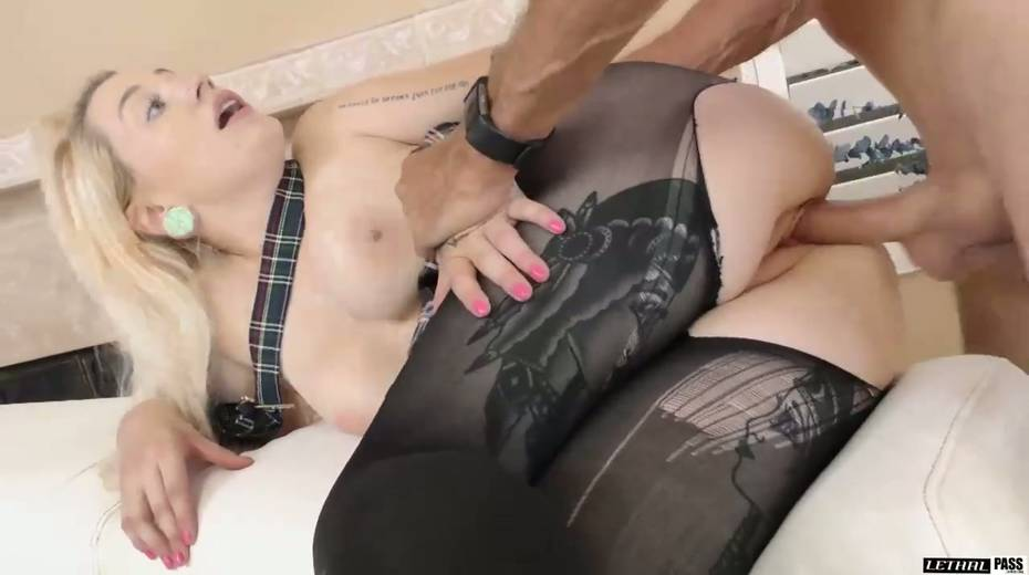 Super juggy blonde Hadley Haze is fucked by hot blooded stud - 21. pic