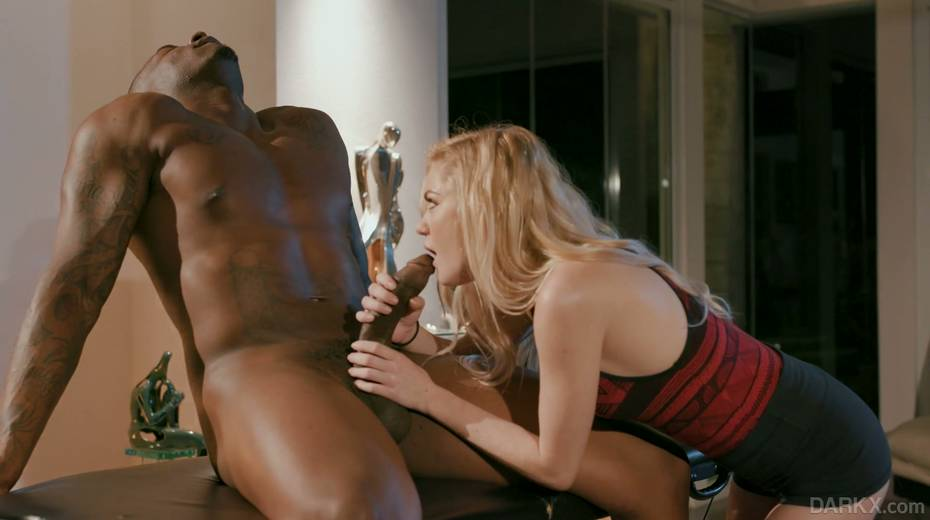 Petite blond masseur Chloe Foster goes black right on the massage table - 5. pic