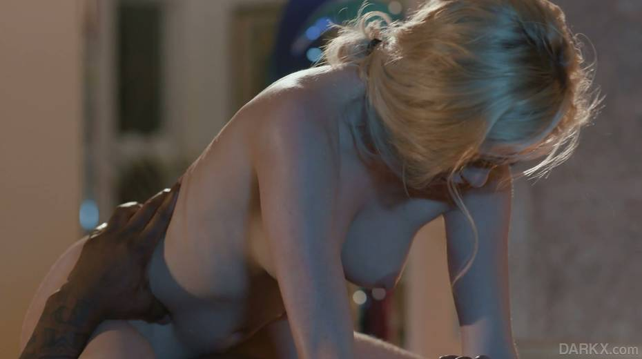 Petite blond masseur Chloe Foster goes black right on the massage table - 17. pic