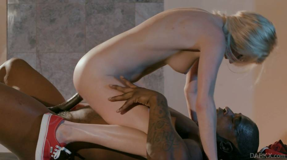 Petite blond masseur Chloe Foster goes black right on the massage table - 20. pic