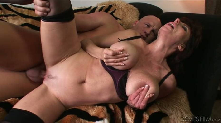 Buxom granny boned brutally in a doggy position - 5. pic