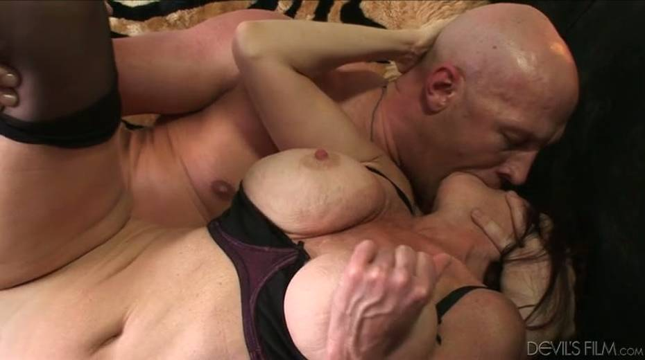 Buxom granny boned brutally in a doggy position - 6. pic