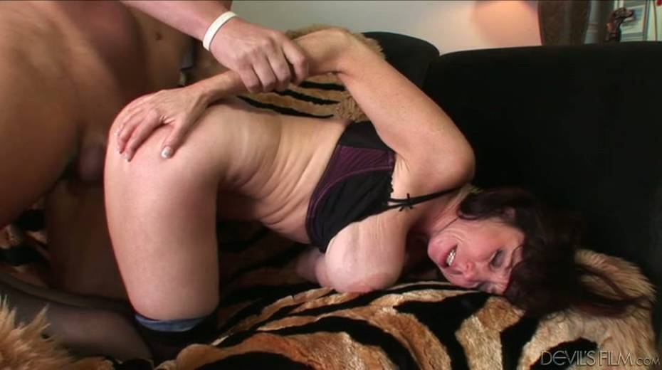 Buxom granny boned brutally in a doggy position - 8. pic