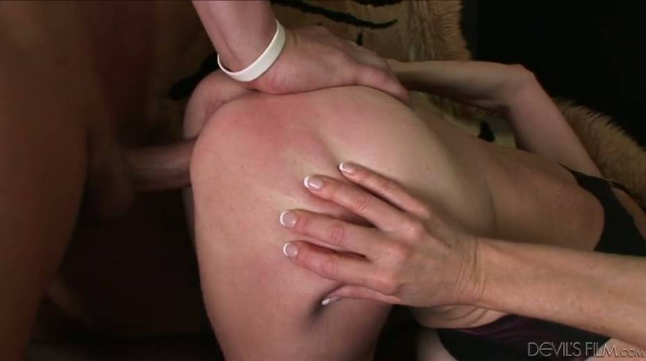 Buxom granny boned brutally in a doggy position - 10. pic