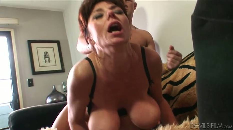 Buxom granny boned brutally in a doggy position - 11. pic