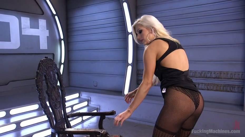 Famous bitch Cameron Dee enjoys testing crazy sex machine - 2. pic