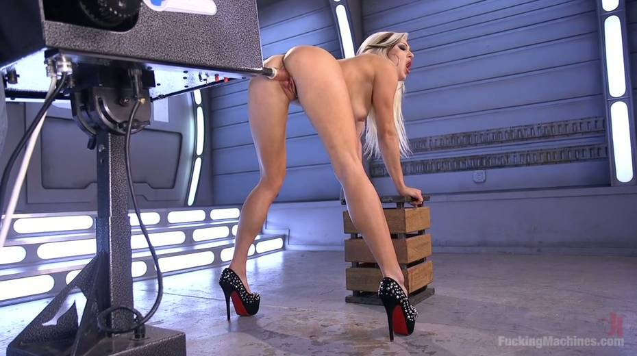 Famous bitch Cameron Dee enjoys testing crazy sex machine - 17. pic