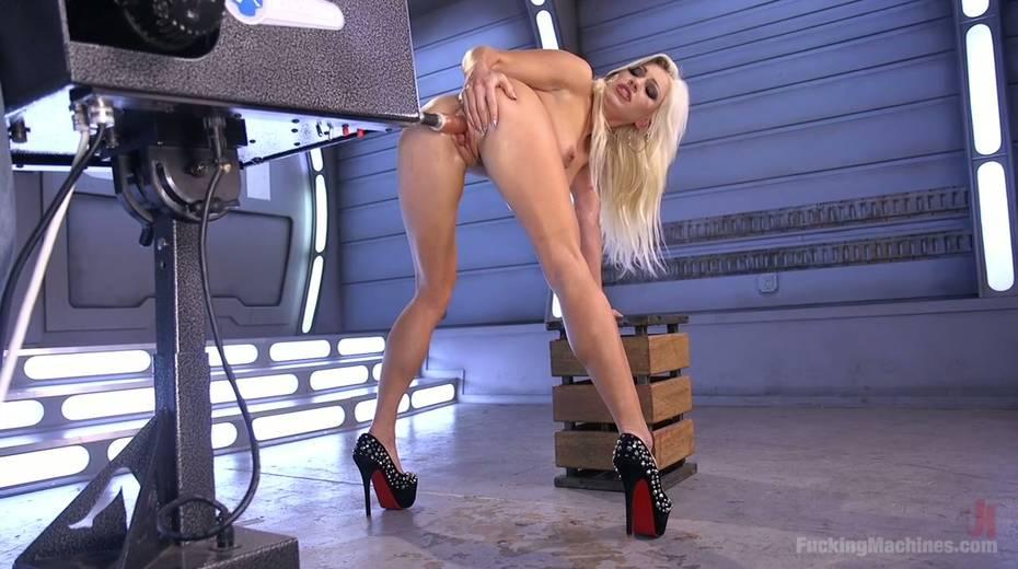 Famous bitch Cameron Dee enjoys testing crazy sex machine - 19. pic