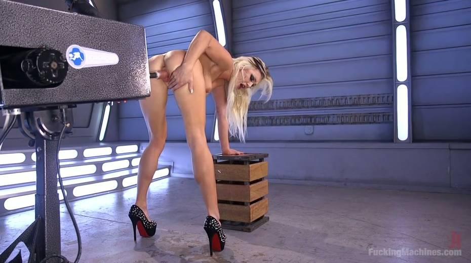 Famous bitch Cameron Dee enjoys testing crazy sex machine - 21. pic