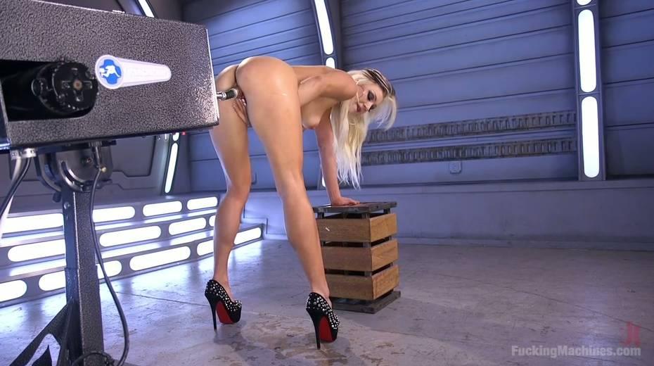 Famous bitch Cameron Dee enjoys testing crazy sex machine - 24. pic