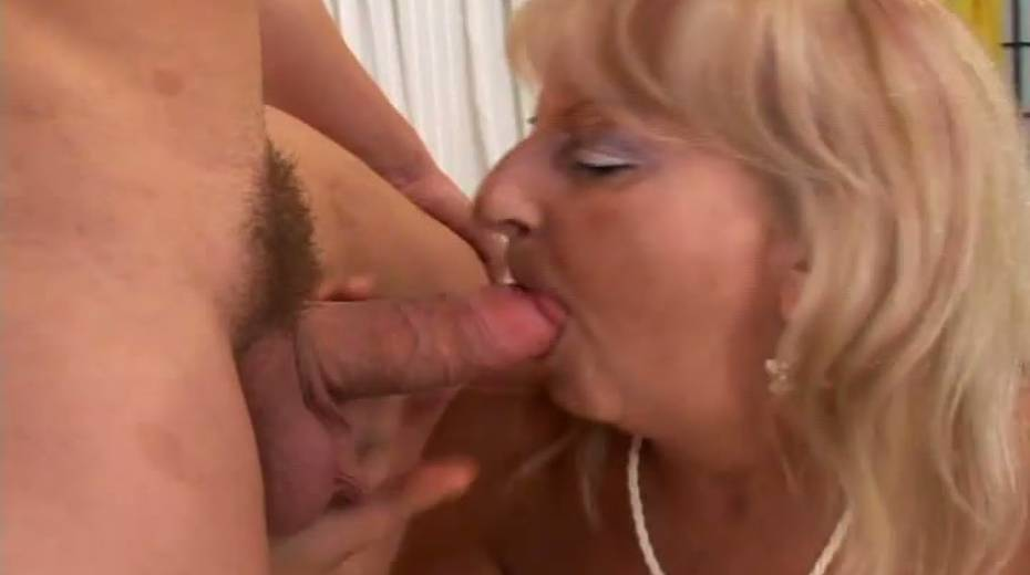 Saggy tittied granny boned bad in a doggy position - 2. pic