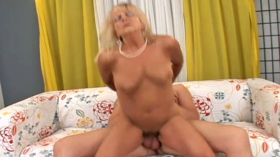 Saggy tittied granny boned bad in a doggy position - 14. pic