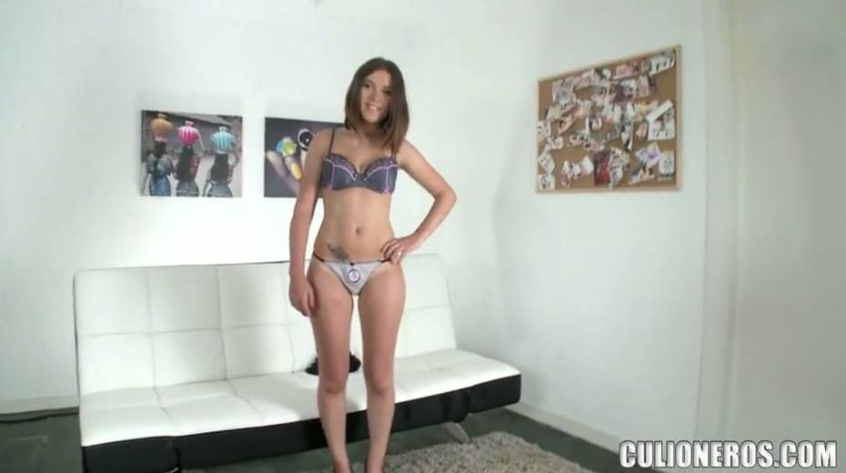 Slutty brunette Lara gives a good blowjob and gets her cunt rammed - 3. pic