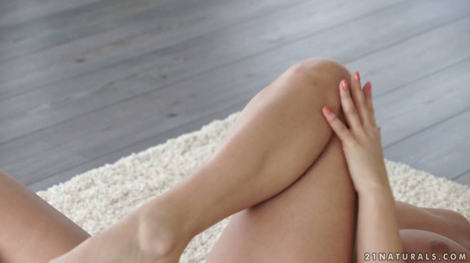 Sensual brunette Nikki Waine tries to satisfy herself with fingers - 8. pic