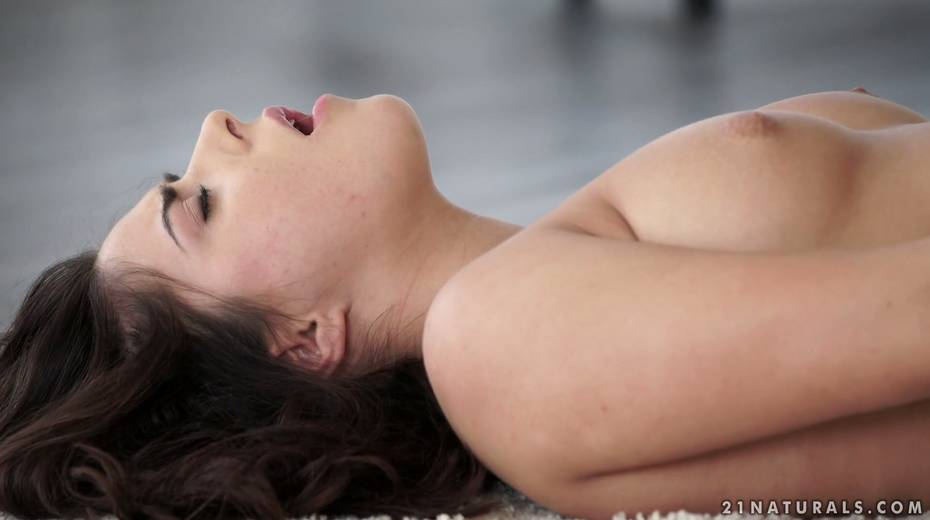 Sensual brunette Nikki Waine tries to satisfy herself with fingers - 26. pic