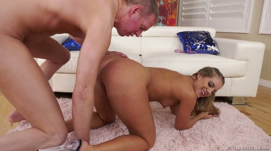 Tanned blonde in bikini Candice Dare is fucked in her stretched butt hole - 7. pic
