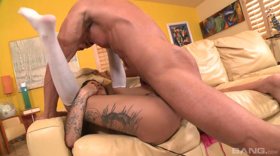 Tattooed bitch wearing high knee boots Bonnie Rotten goes wild on a hard hose - 27. pic