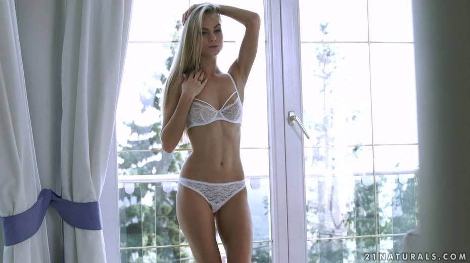 Blond babe Nancy enjoys having erotic sex with her passionate boyfriend early in the morning - 2. pic