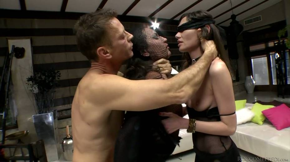 Rocco Siffredi and Nataly Gold fucks one naughty chick in ripped fishnets - 20. pic