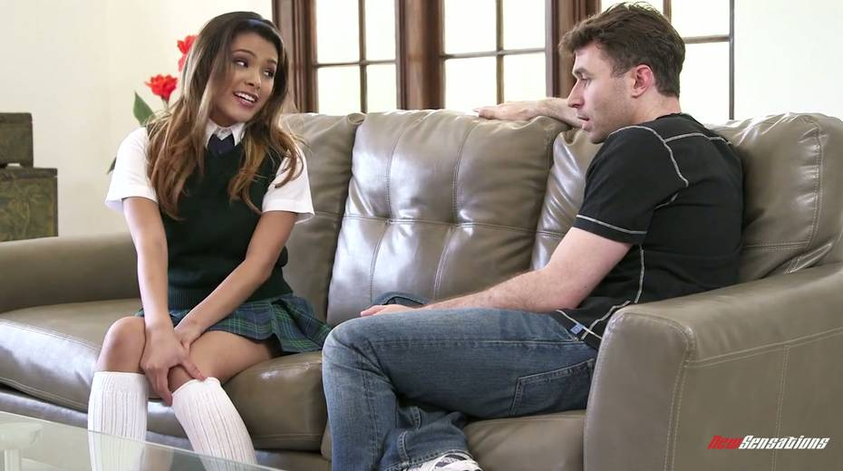 Salacious babe Josie Jagger enjoys having sex with a new college fellow - 2. pic