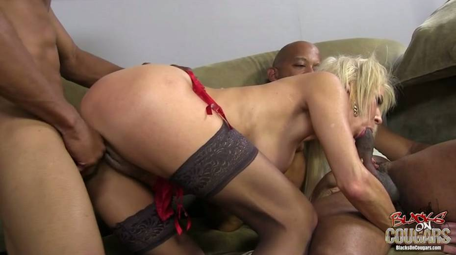 White whore Erica Lauren is taking two big black hoses in threesome scene - 3. pic