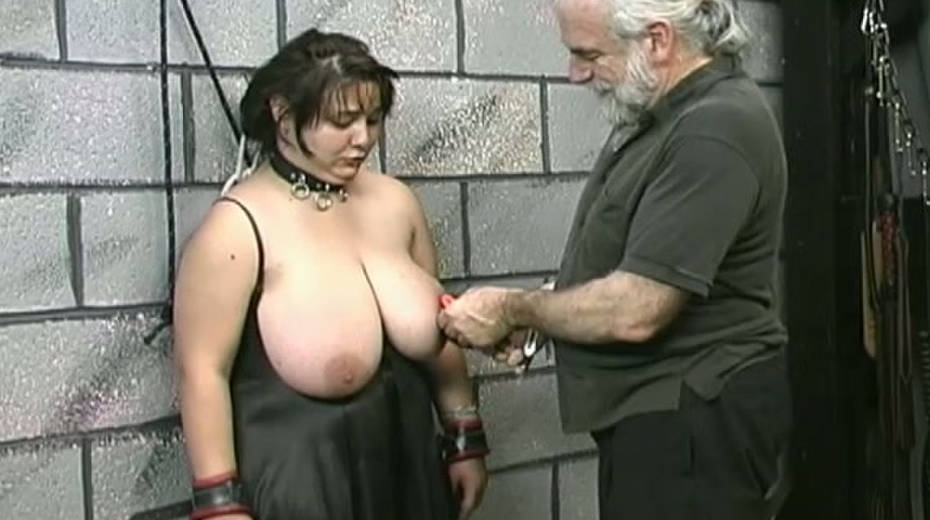 Huge boobed BBW slut getting her balloons tied up in bondage porn video - 1. pic