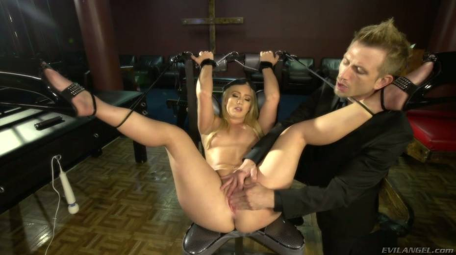 Sultry blond hooker AJ Applegate squirts and gets messy facial - 5. pic