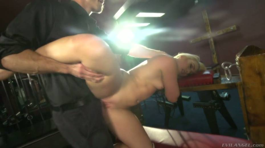 Sultry blond hooker AJ Applegate squirts and gets messy facial - 8. pic