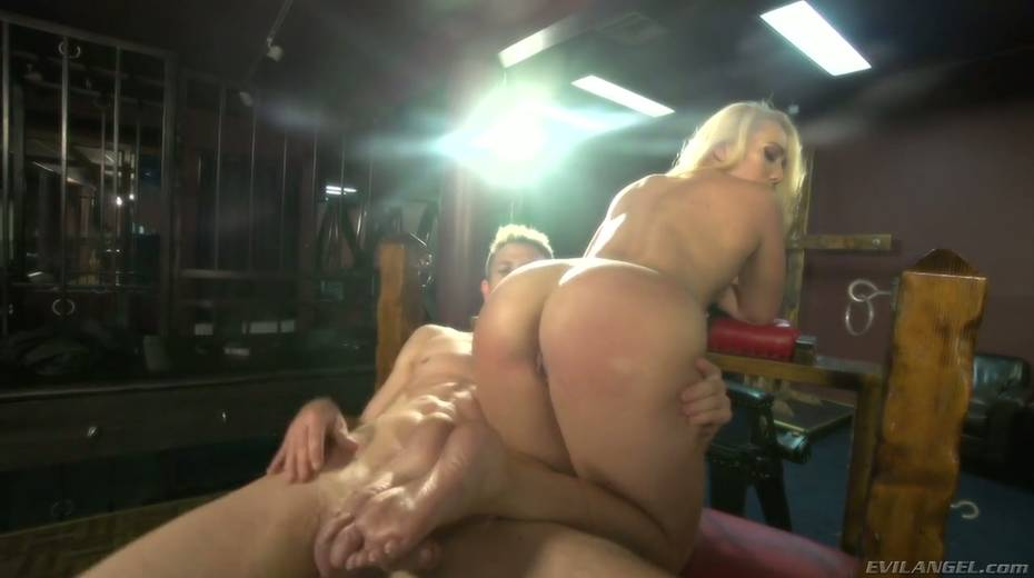 Sultry blond hooker AJ Applegate squirts and gets messy facial - 10. pic