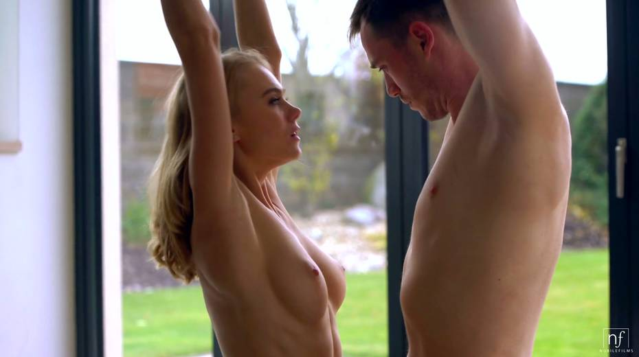 Sweet looking babe Nancy A gives a wonderful blowjob to her blind folded boyfriend - 7. pic