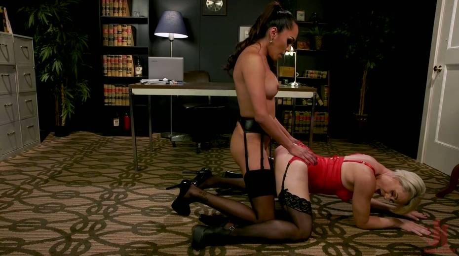 Exotic shemale Jessica Fox fucks big bottomed and big tittied blond milf - 10. pic