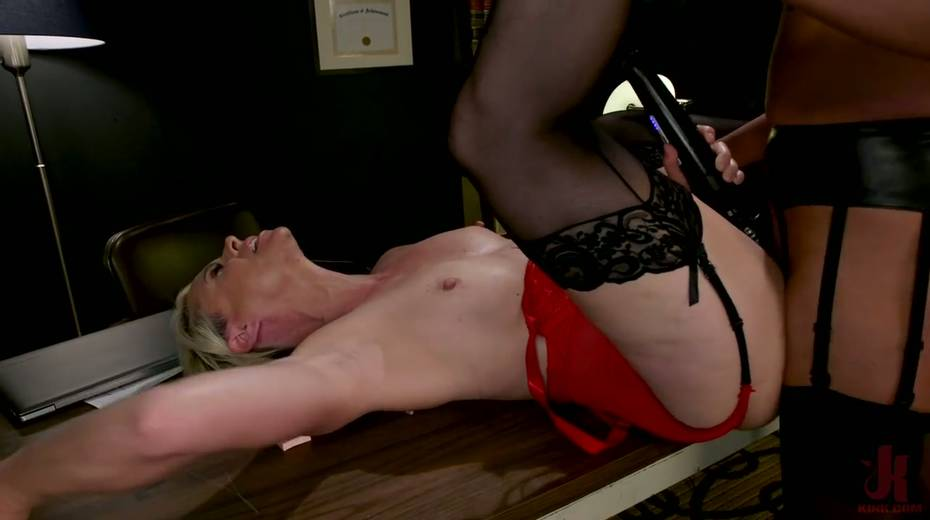 Exotic shemale Jessica Fox fucks big bottomed and big tittied blond milf - 18. pic
