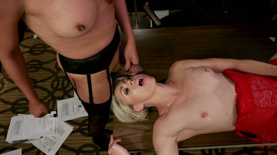 Exotic shemale Jessica Fox fucks big bottomed and big tittied blond milf - 24. pic