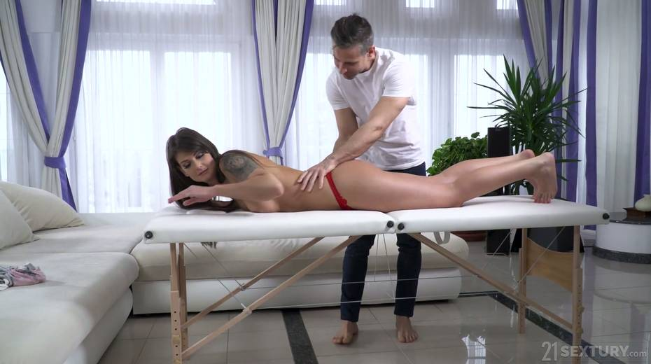Massage boy knows how to make sexy babe Victoria Velvet to try anal sex for the first time - 4. pic