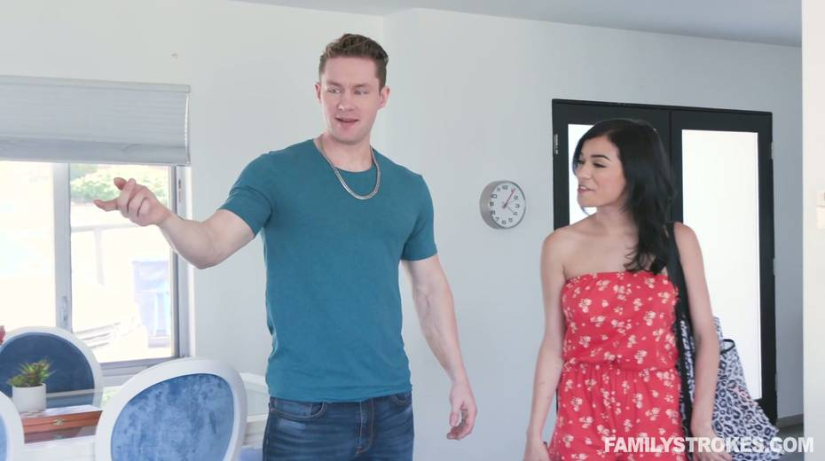 Sextractive hottie Savannah Sixx hooks up with hot blooded stepbrother - 3. pic