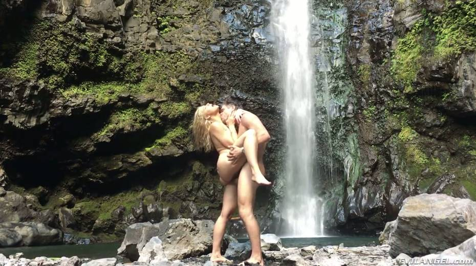 Stunning porn model Anikka Albrite has wild sex near a waterfall - 13. pic