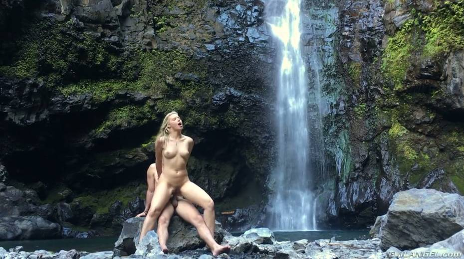 Stunning porn model Anikka Albrite has wild sex near a waterfall - 22. pic