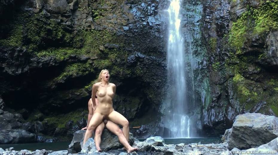 Stunning porn model Anikka Albrite has wild sex near a waterfall - 23. pic