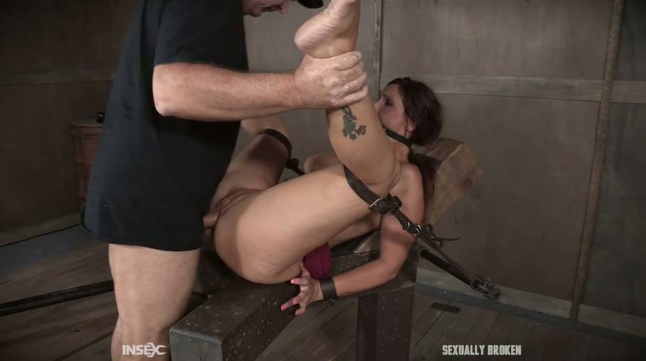 Two kinky dudes fuck nasty busty milf Syren De Mer and punish her holes - 20. pic