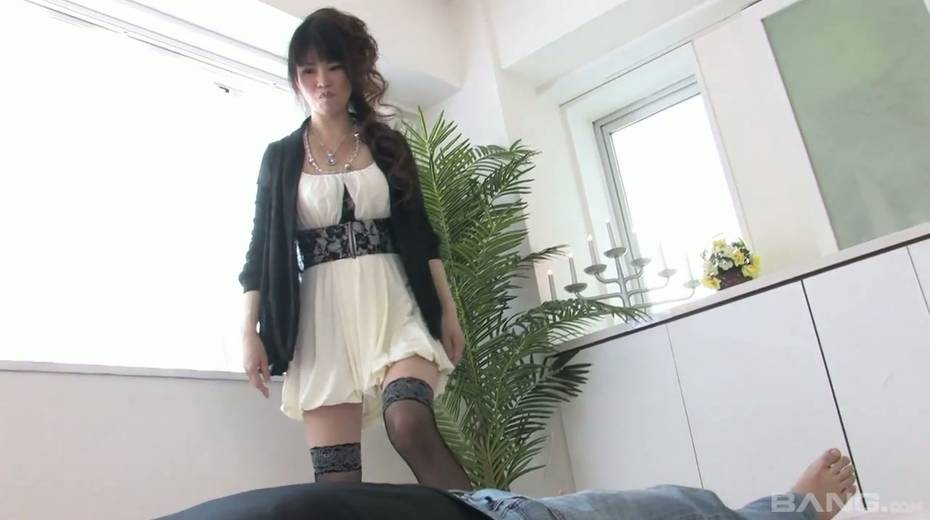 Cum-thirsty Asian chick gives the best ever tugjob and blowjob - 1. pic